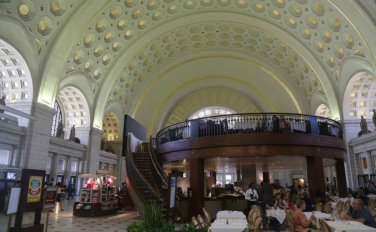 Washington, DC, Union Station main hall with restaurant and vaulted ceiling