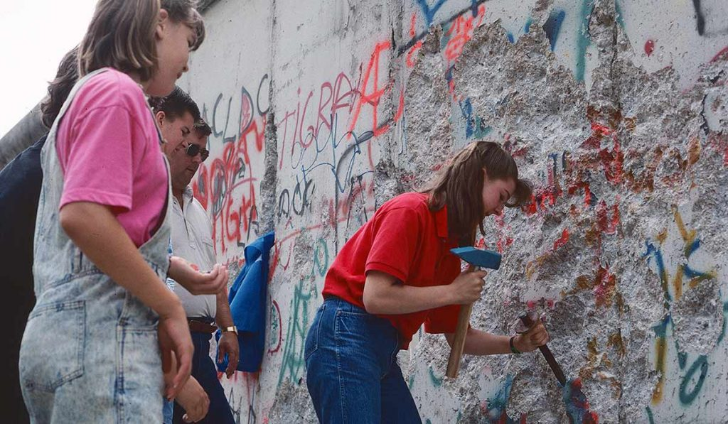 Chopping pieces of the Wall at Checkpoint Charlie